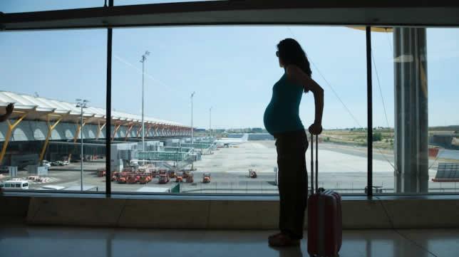 10 consejos si vas a tomar un avión embarazada