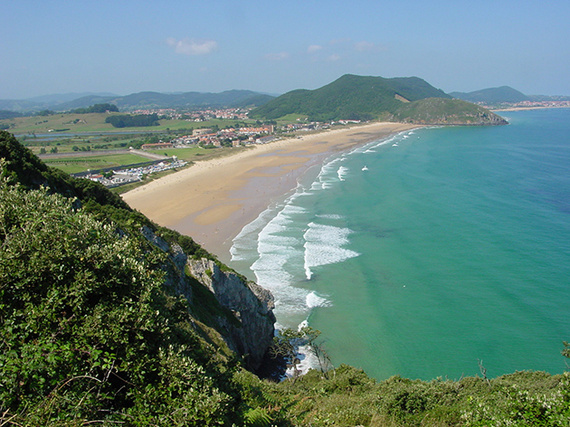 playa_de_berria_en_santona_cantabria_8793_570x